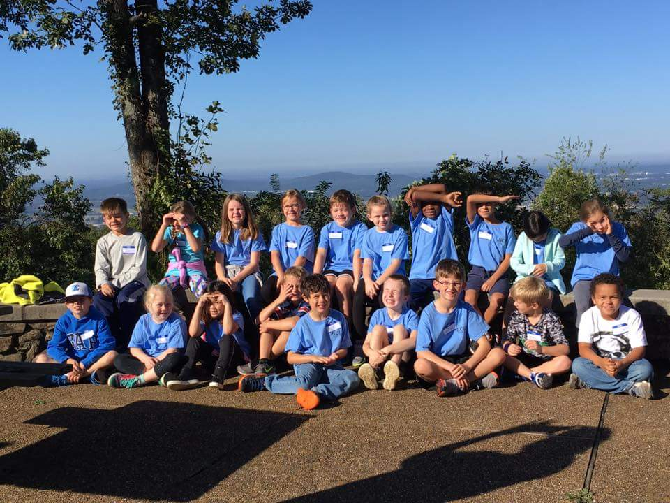 Hampton Cove Elementary Students in a Group Pohoto at Earthscope Hiking Trip 2017