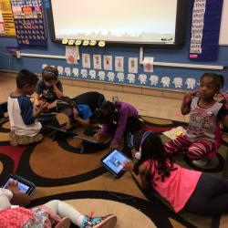Our elementary students using their iPads in French.