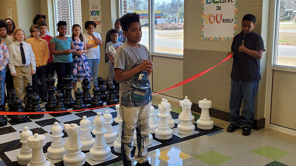 MLK Student thanks Coach Hodge for teaching him chess